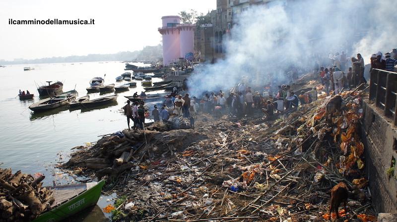 India bagno nel sacro fiume gange il cammino della musica - Bagno nel gange malattie ...